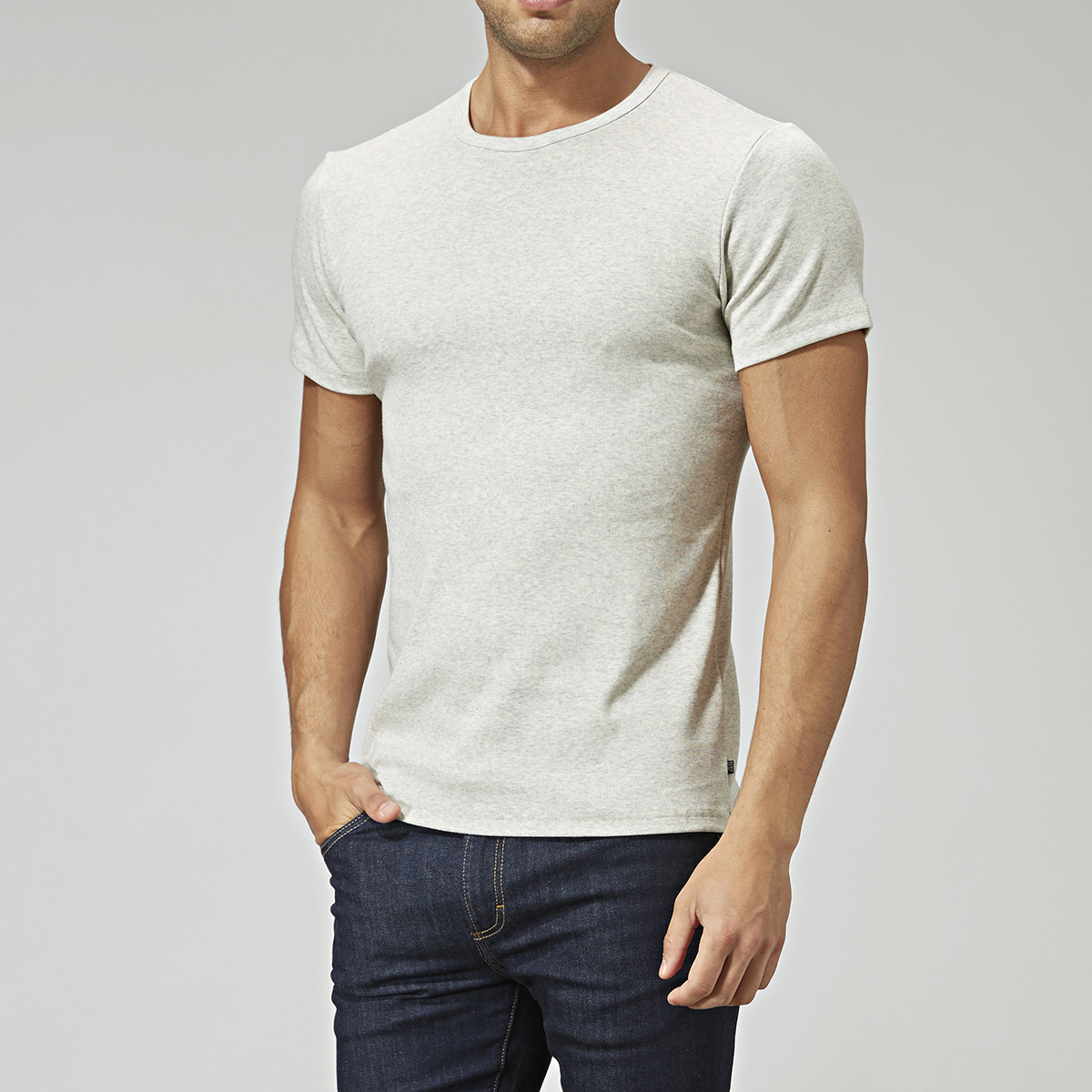 Rundhalsad bas t-shirt offwhite | East West | Brothers.se
